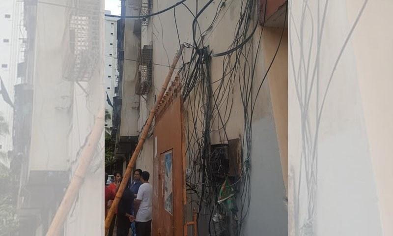 مکینوں کے لگائے گئے بجلی کے تاروں سے کرنٹ پھیل گیا—تصویر بشکریہ فیس بک