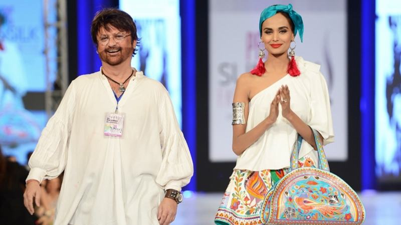 The designer will be receiving one of the highest civilian awards for his efforts in advancing the fashion industry.