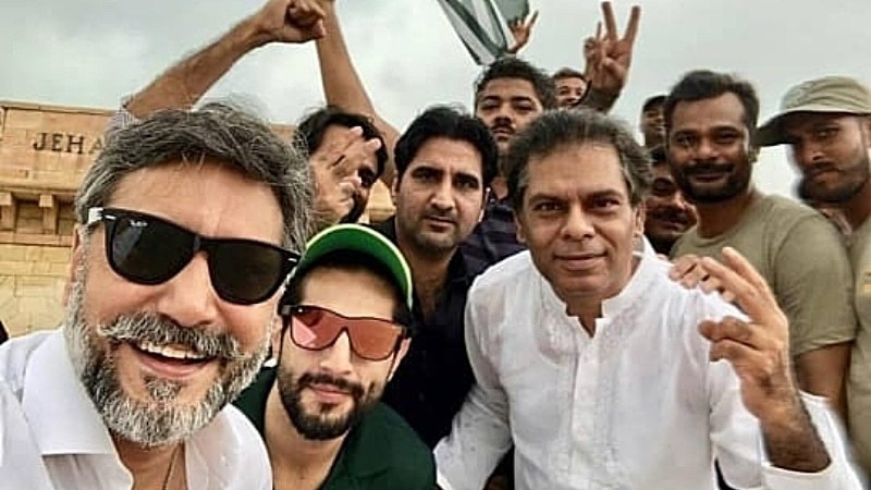 Adnan Siddiqui and Bilal Ashraf rallied in support to show Kashmiris that the nation stands with them.