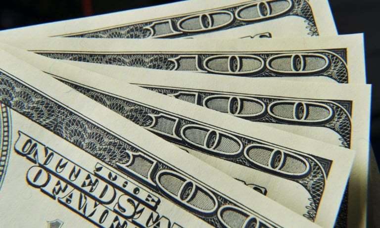 Dollar breaks 4-day losing streak on trade tensions - DAWN.com thumbnail