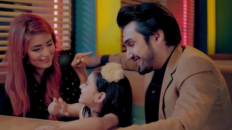 Hamesha comes with a music video that gave us some Riverdale vibes... and is just as confusing.