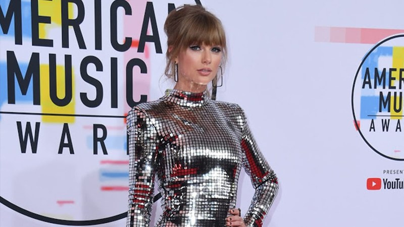 """I just want to be able to perform MY OWN music. That's it,"" Swift said. ""I've tried to work out this out privately through my team but have not been able to resolve anything."""