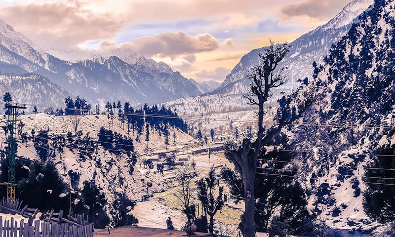 Swat's snowy peaks a winter treat for tourists