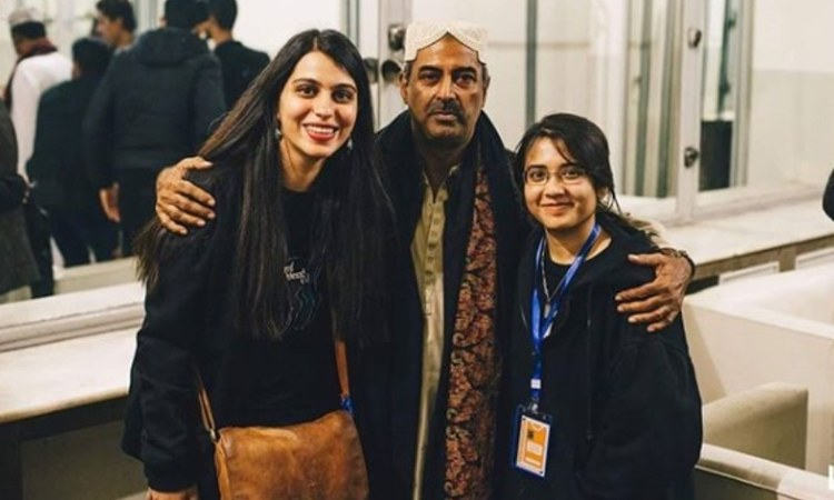 Founders Natasha Noorani and Zahra Paracha fangirling over qawwal Farid Ayaz at last year's LMM.