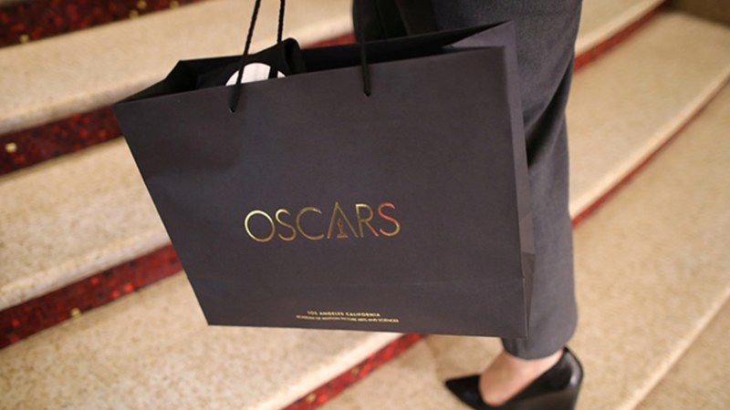 Luxury yacht cruise, cosmetic surgeries, gold-plated bath bombs, and multiple vacations, all inside Oscar goody-bags.
