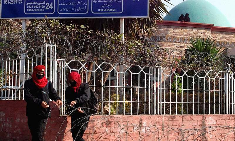 Lal Masjid cordoned off once again after deadline to vacate expires