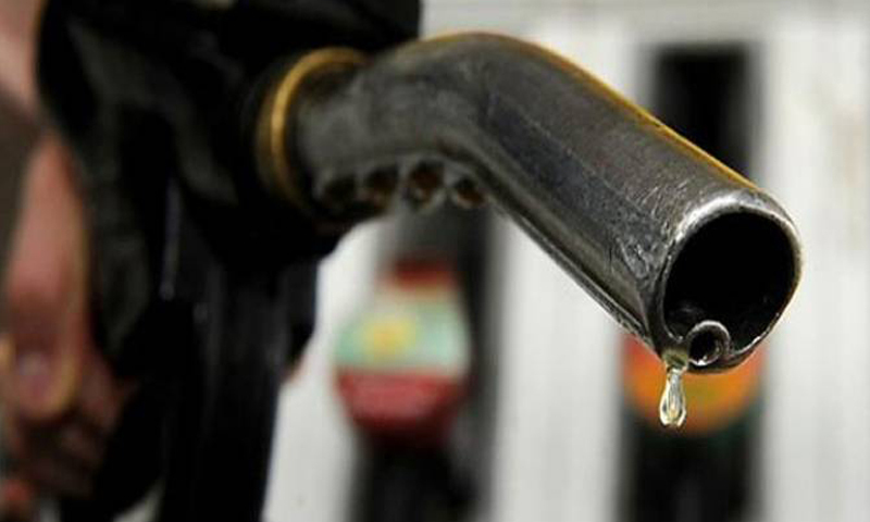 Government considering major cut in petrol, diesel prices