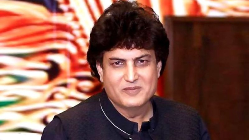 Qamar, who signed on with 7th Sky Entertainment to write four dramas and a film script, has refused to apologise.