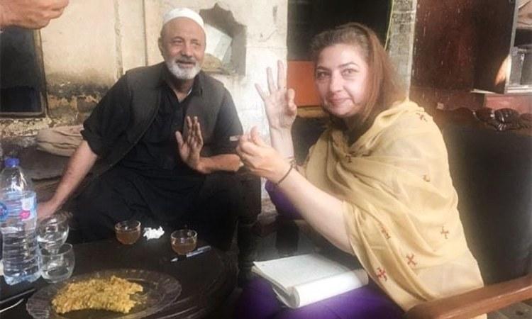 Nilofar Qazi with the one the legendary chefs of Peshawar Haji Malang Sher Sahab -Photos: Nilofer Afridi Qazi