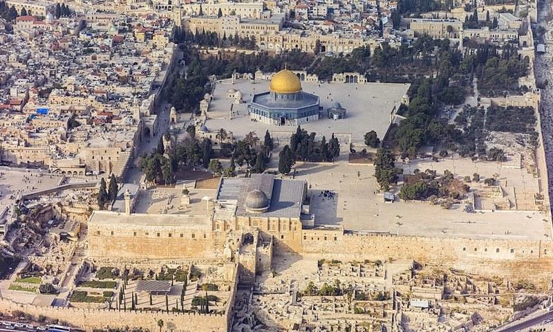 فلسطینی حکومت نے احتیاط کے پیش نظر مسجد الاقصیٰ اور قبۃ الصخرہ کو بھی بند کردیا ہے—فوٹو: Andrew Shiva / Wikipedia