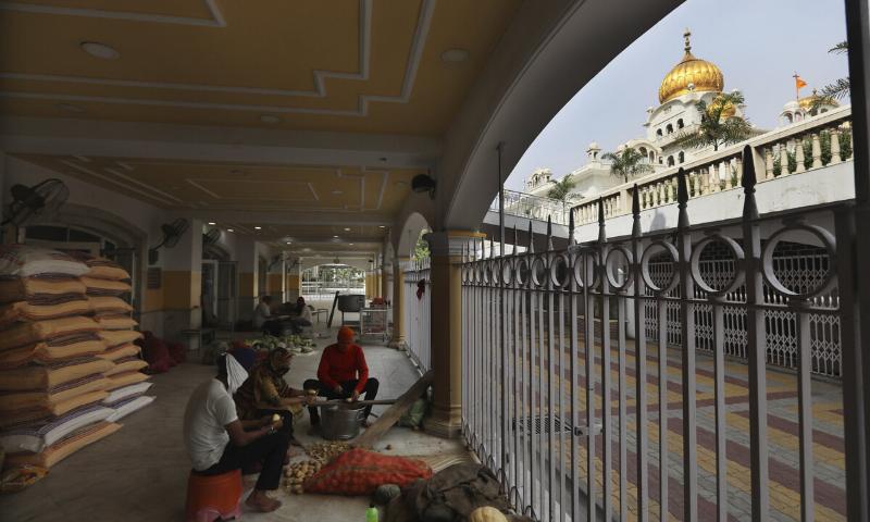 Sikh kitchens feed New Delhi's masses during virus lockdown