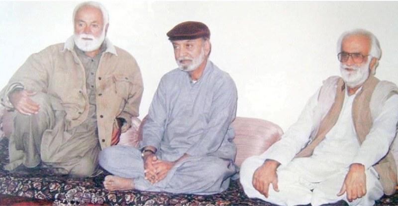 70ء کی دہائی میں کوئٹہ کے بگٹی ہاؤس میں ایک ملاقات کے دوران سردار عطااللہ مینگل، نواب اکبر خان بگٹی اور نواب خیر بخش مری—ڈان