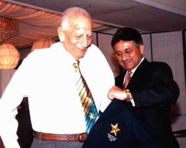 Fazal with former Pakistan military ruler, Parvez Musharraf in 2005.