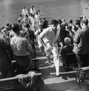 Fazal returns to the pavilion after bowling Pakistan to victory against England, 1954.