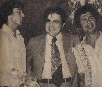 Sikander Bakht and Wasim Bari with Indian film star, Dalip Kumar, at a party in Mumbai during the 1979 Pak-India tour.