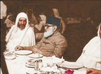 Abul Ala Maududi (centre) with a Saudi guest at a reception in Karachi, 1977.
