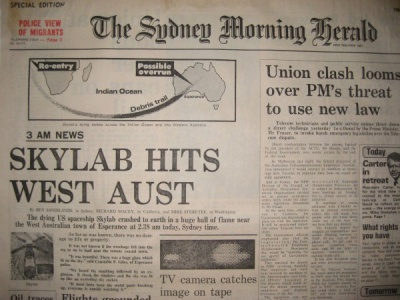 Front page of Australia's Sydney Morning Tribune reporting that the Skylab had fallen into the sea and desert of Western Australia.