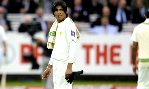 Clarke confirms plans to review Amir's ban