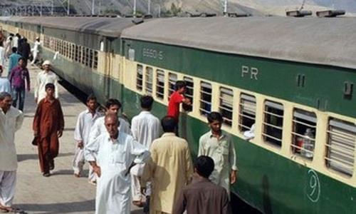 Nine killed as train hits rickshaw