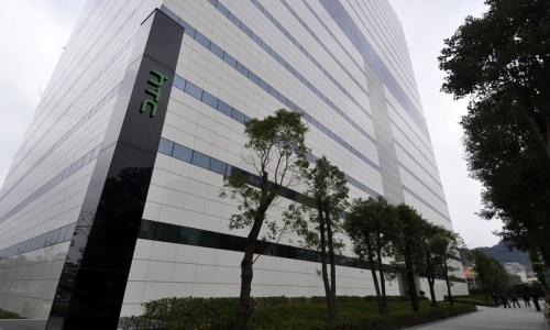 HTC execs detained over leaked trade secrets; shares tumble