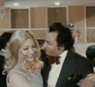 Lecherous man seducing a naïve, spoilt (and inexplicably blonde) rich girl at the keelub. (1975's Society Girl).