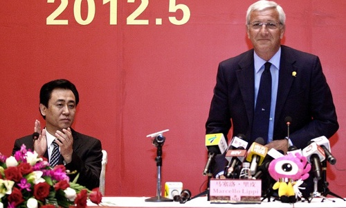 Marcello Lippi (r). -Photo by AFP