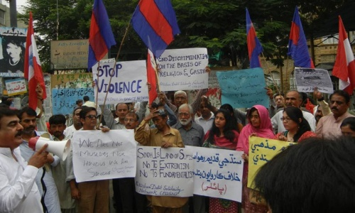 Activists protest against desecration of Hindu grave in Sindh