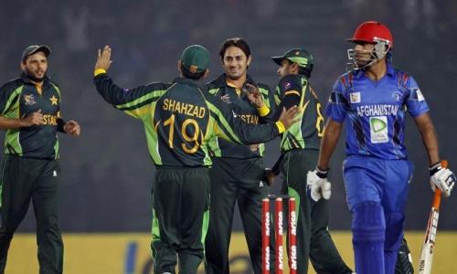 Akmal's hundred helps Pakistan down Afghanistan