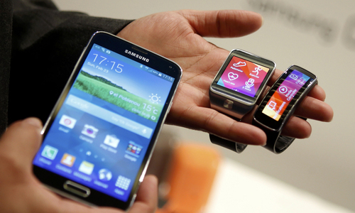 Review: Galaxy S5 features useful, less about gimmicks