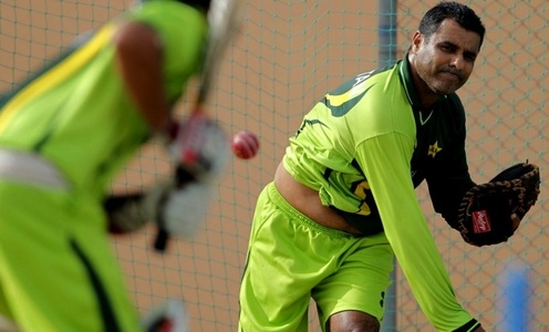 Waqar Younis resurfaces  as likely  head coach