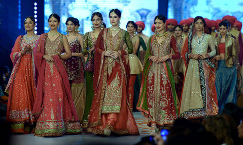 Bridal couture week in karachi multimedia dawn com for Couture meaning in urdu