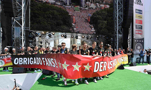 Germany hails World Cup heroes with warm welcome