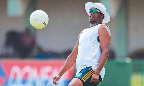 Philander fined for tampering with the ball