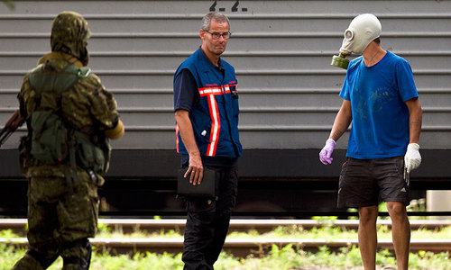Dutch experts inspect MH17 bodies as Russia hits back