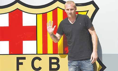 Barca sign defender Mathieu