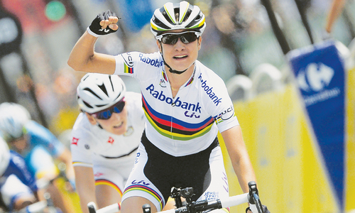 Vos wins inaugural women's race at Tour de France
