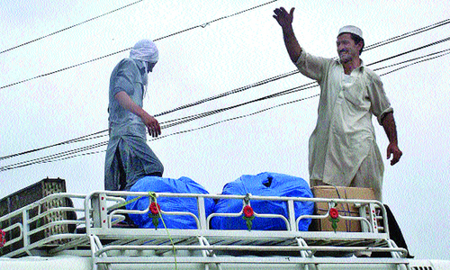Worst gridlocks in Peshawar as people leave for hometowns