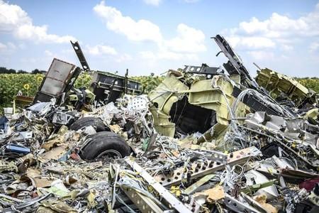 MH17 black boxes show crash caused by rocket shrapnel: Kiev