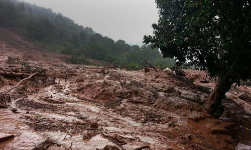 Indian landslide kills 10, scores feared trapped