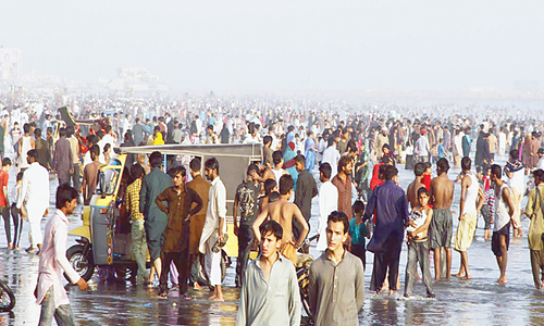 Fourteen people drown off Karachi beach