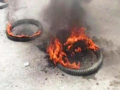 Screengrab of burning tires from GT Road
