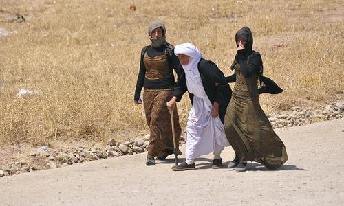 Iraq's Yazidis flee to Turkish border as Islamic State advances
