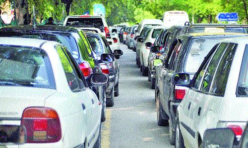 Twin cities witness petrol frenzy