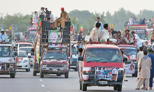 Khattak leads Tehreek-i-Insaf workers to Islamabad