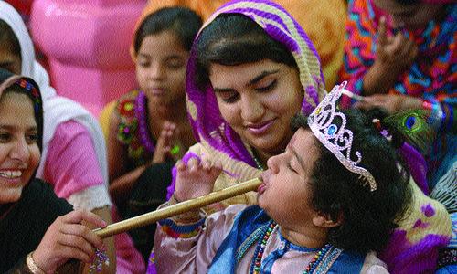 Hindus celebrate Krishna's birthday