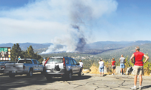 Wildfire threatens 500 structures in California