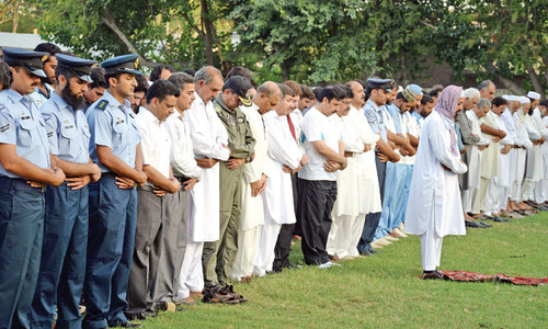Hashim Khan's funeral held in absentia