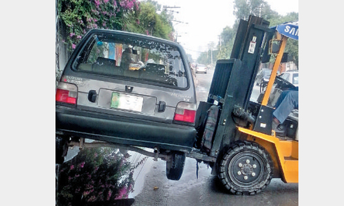Forklifts help wardens 'line their pockets'