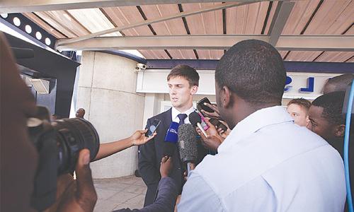 Australians arrive in Harare