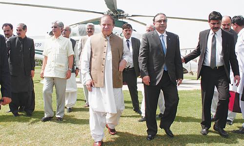 Zardari advises PM to handle crisis 'politically'